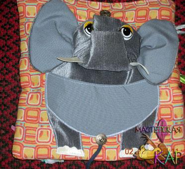 Тело слонихи выполнено из двух видов серого материала: трикотажа и льна.  Уши пришиты только у основания и шуршат...